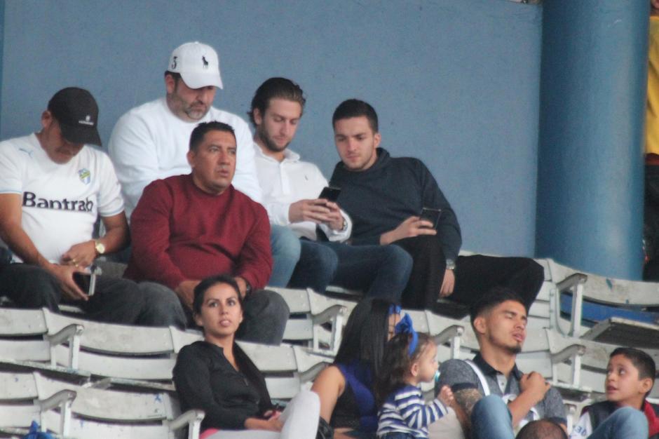 Roberto Arzú vio el partido desde el palco. (Foto: José Dávila/Soy502)