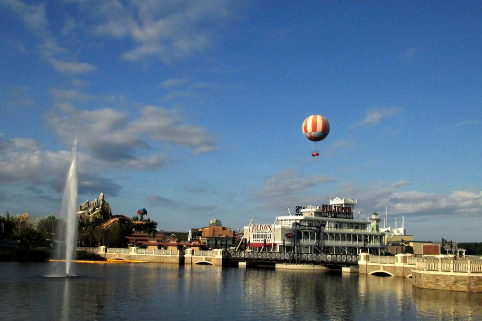 En el séptimo lugar de los destinos más románticos del mundo para pedir matrimonio es el puente Disney resortes y el globo. (Foto: Foto cortesía del usuario de Flickr MC Bob Leonard)