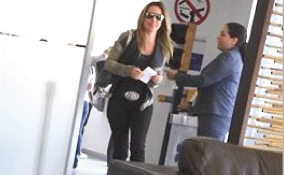 Kate del Castillo llega de Los Ángeles California hacia el Hotel Villa Ganz en el que se hospedó. (Foto: www.eluniversal.com.mx)