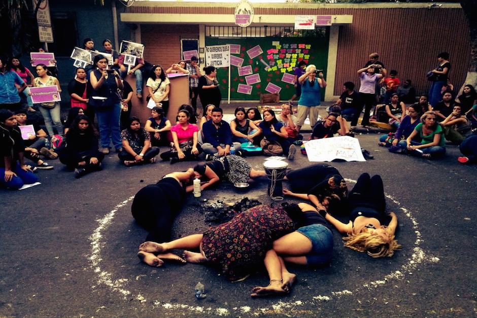 Connacionales en El Salvador realizaron una dramatización de la tragedia. (Foto: La Prensa Gráfica)