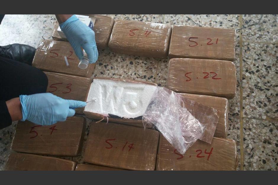 Los 180 kilos de cocaína decomisada iban en bolsas negras repartidas en dos lanchas. (Foto: Ministerio Público)
