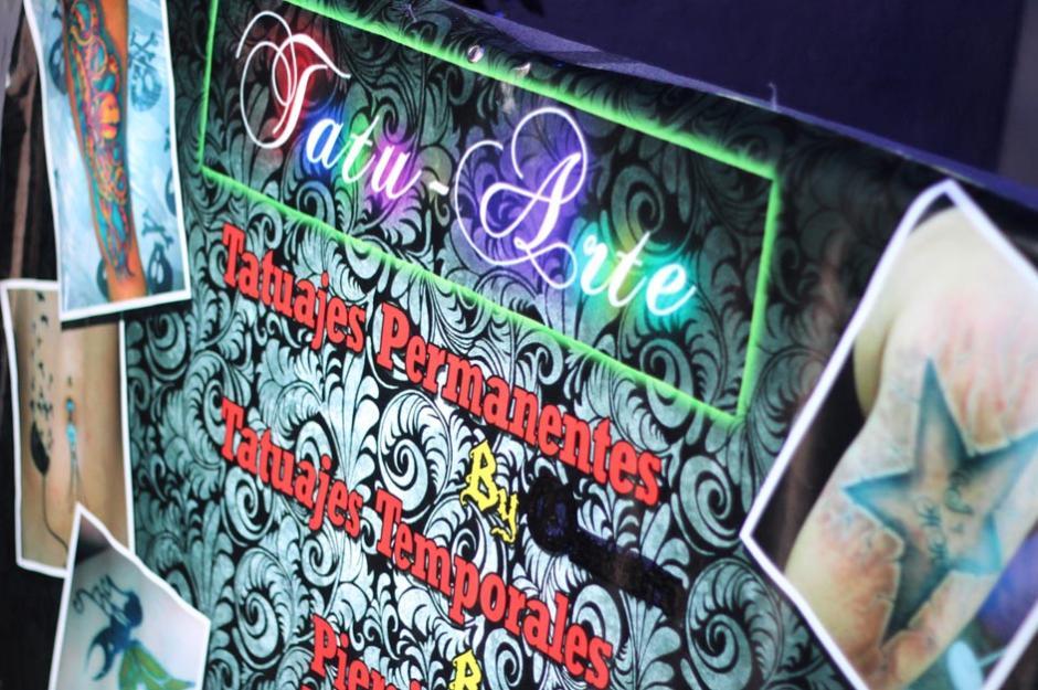 """Tatuajes temporales, tatuajes permanentes, perforaciones e incrustaciones, son algunos de los servicios que los """"Tattoo Studios"""" ofrecen en Guatemala. (Foto: José Dávila/Soy502)"""