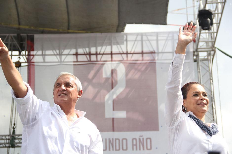 Otto Pérez prometió reducir la tasa de homicidios diarios de 15 a 10, así como bajar para en 2015 la tarifa de la energía eléctrica.(Foto: Alexis Batres/Soy502)