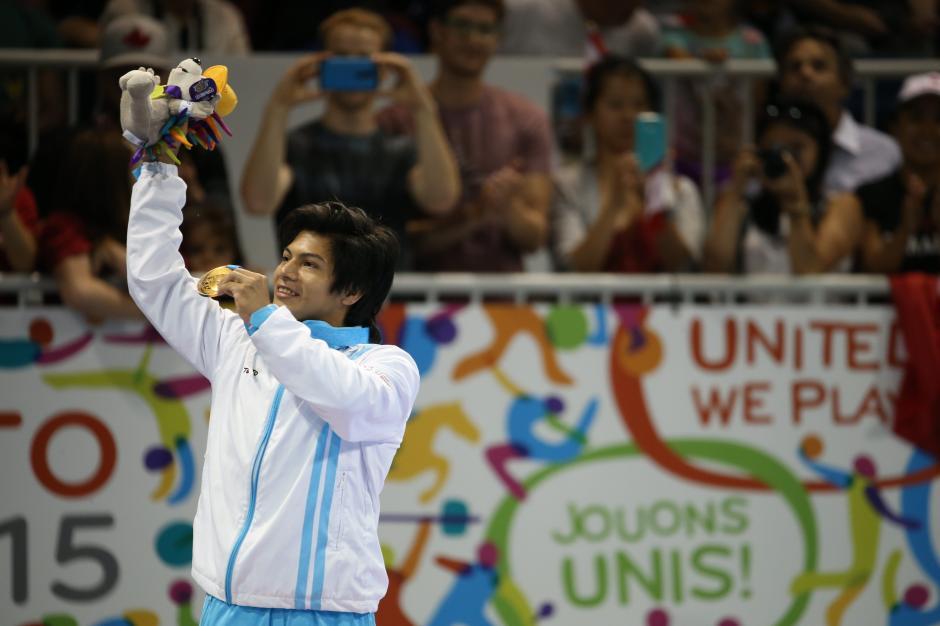 En la modalidad de piso ganó Jorge Vega, la primera medalla para Guatemala en Toronto 2015. (Foto: Comité Olímpico Guatemalteco)