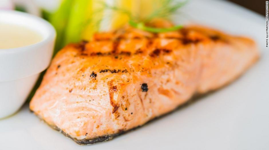 La dieta MIND sugiere comer al menos una porción de pescado a la semana. (Foto: cnn)
