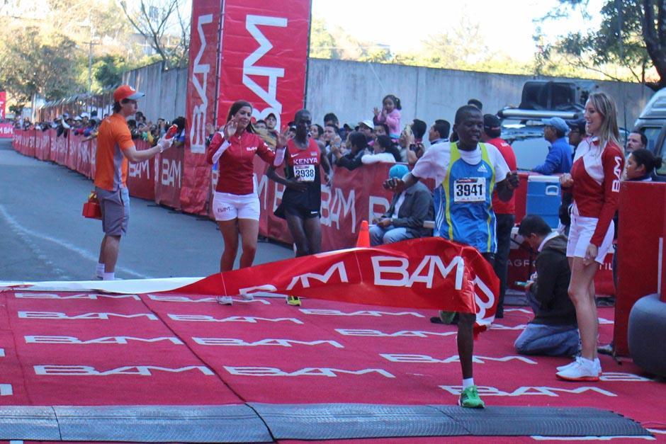 """El ganador de la edición 77 de la """"carrera de los barrios"""" fue el etíope Philip Kandie. (Foto: José Dávila/Soy502)"""