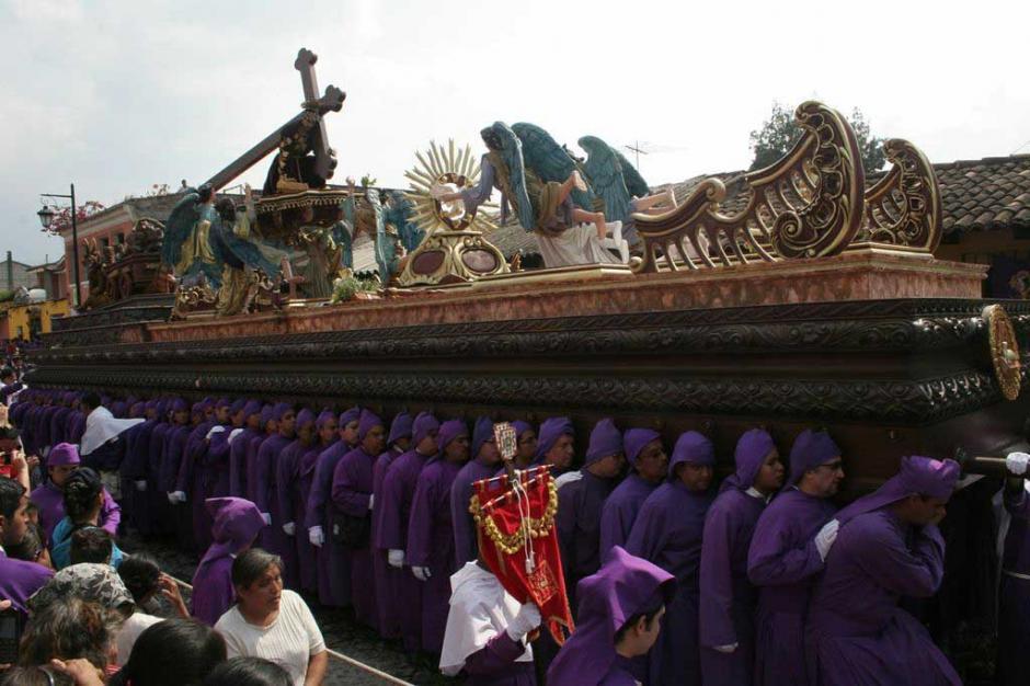 """La procesión salió al compás de los acordes de la marcha oficial de """"Jesús de San Bartolo"""". (Foto: Raúl Illescas/Especial para Soy502)"""
