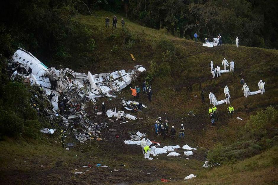 El avión donde viajaba la comitiva y jugadores del Chapecoense chocó durante la noche de este lunes. (Foto: AFP)