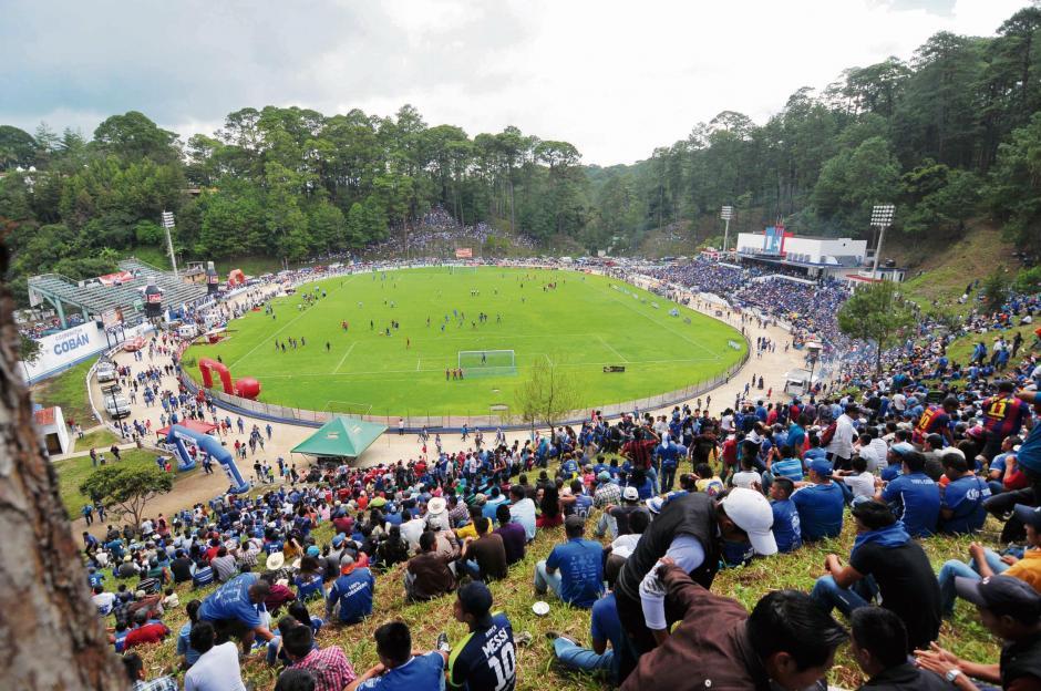 Cobán Imperial fue uno de los equipos que más afición llevó al estadio José Ángel Rossi, durante el torneo pasado. (Foto: Nuestro Diario)