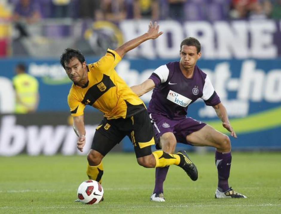 Carlos Ruiz ya jugó la Europa League con el Aris Salónica de Grecia. (Foto: Twitter)