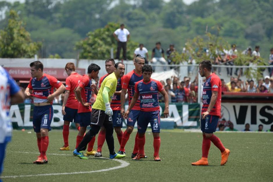 El portero de Malacateco intentó motivar a sus compañeros tras el primer gol de Suchi. (Foto: Nuestro Diario)