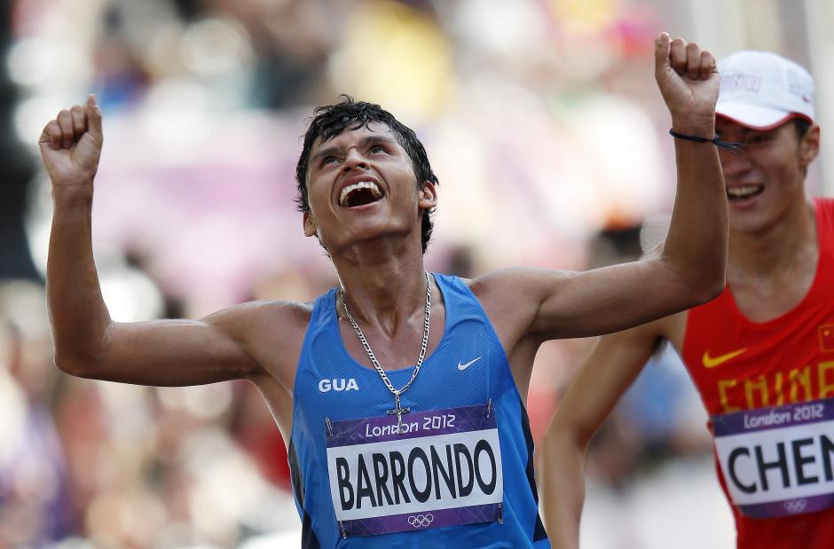 La postal de Erick Barrondo entrando a la meta que quedará registrada para toda la vida. (Foto: Archivo/Nuestro Diario)