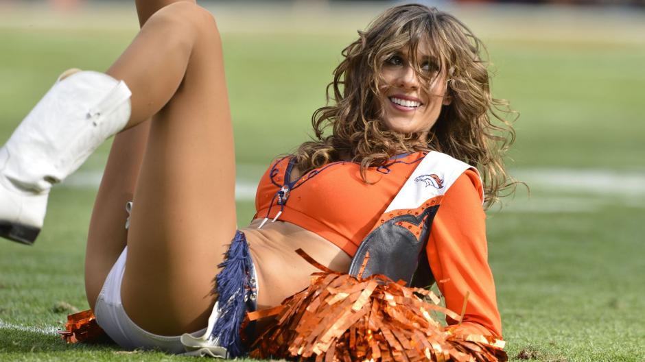 Las porristas de las Panteras de Carolina y los Broncos de Denver, tendrán su propio duelo de belelza. (Foto: milehighreport.com)