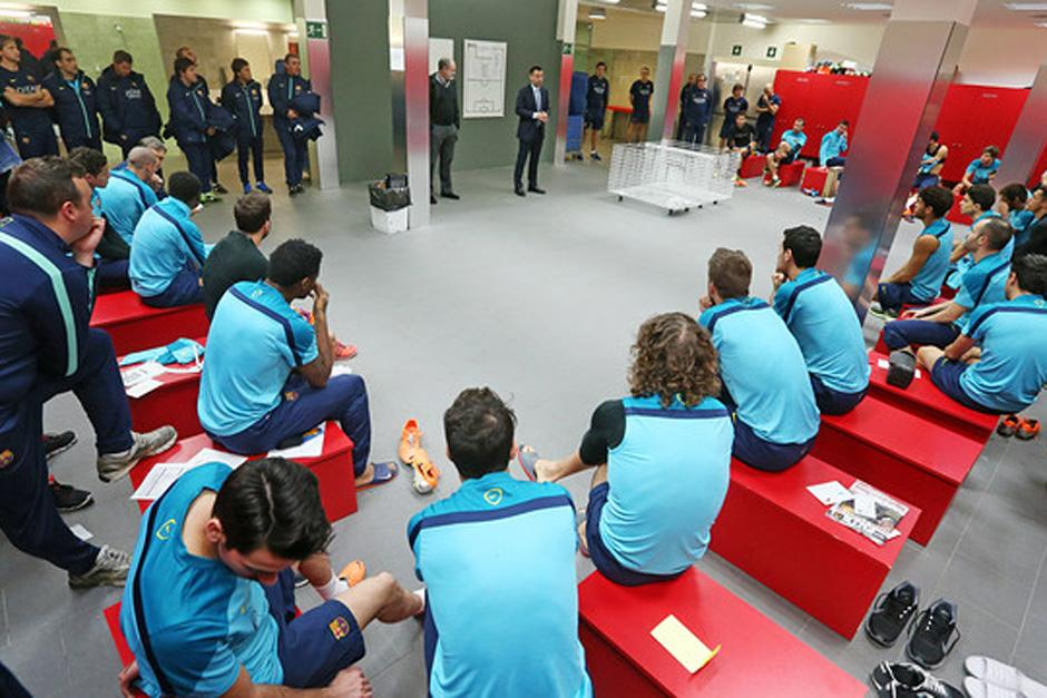 Previo al entrenamiento matutino del Barcelona, los jugadores recibieron la visita del nuevo presidente del club, Josep María Bartomeu
