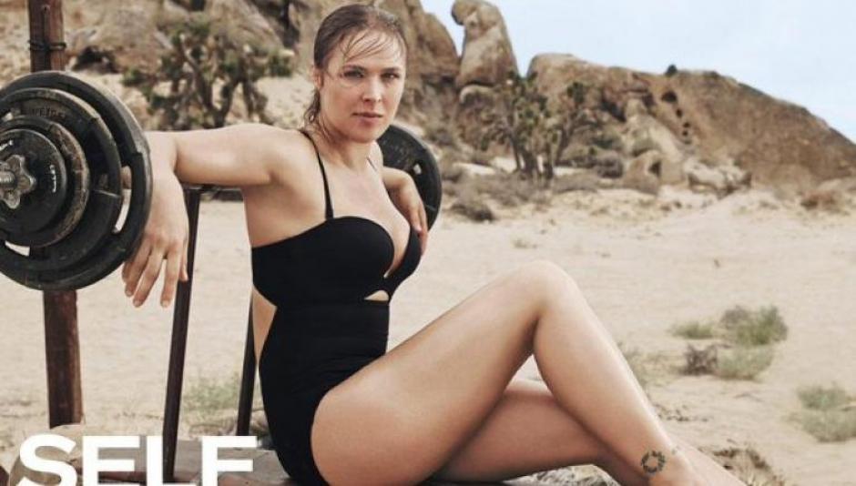 La campeona de la UFC dejó ver su lado sensual en una locación en medio del desierto y con elementos de gimnasio. (Foto: Self Magazine)