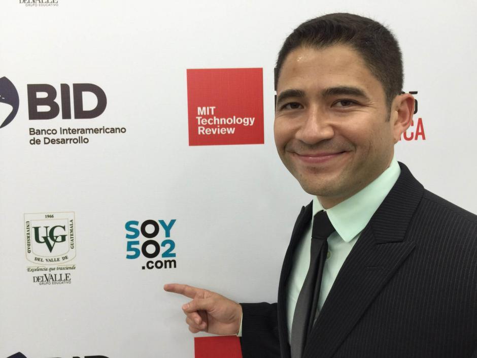 Luis Zea mostró su emoción al regresar a su país para recibir este reconocimiento por su trabajo. (Foto: Soy502)