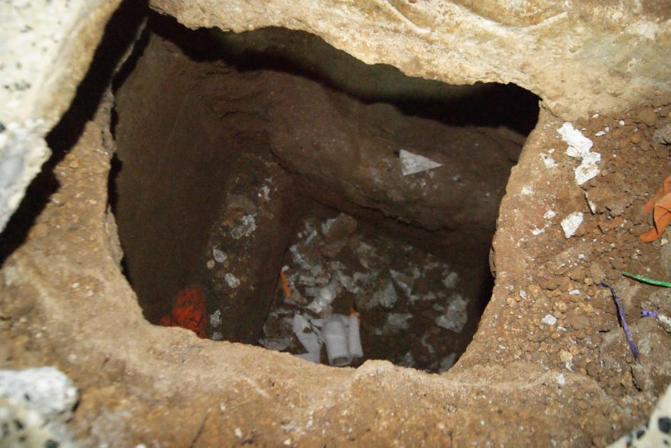 El agujero había sido empezado a ser construido según se aprecia y pudo ser descubierto por el personal del Sistema Penitenciario luego de una llamada que informó de la excavación. (Foto: Sistema Penitenciario)