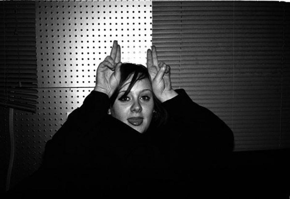 Adele se muestra feliz en las fotografías. (Foto: alexsturrock)