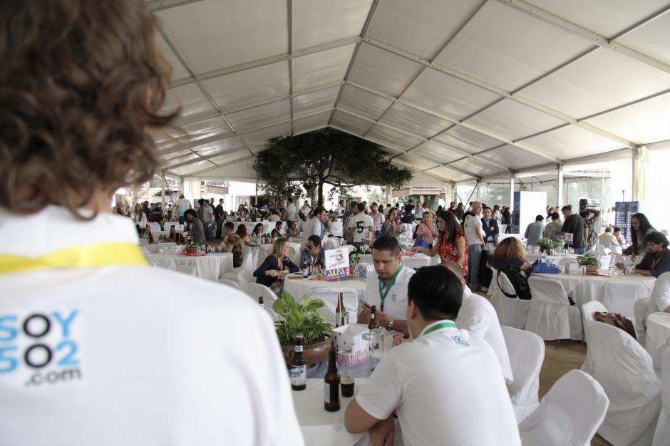 Los asistentes llenaron el Tenedor del Cerro, en la Antigua Guatemala, para aprender sobre temas de publicidad. (Foto: George Rojas/Soy502)