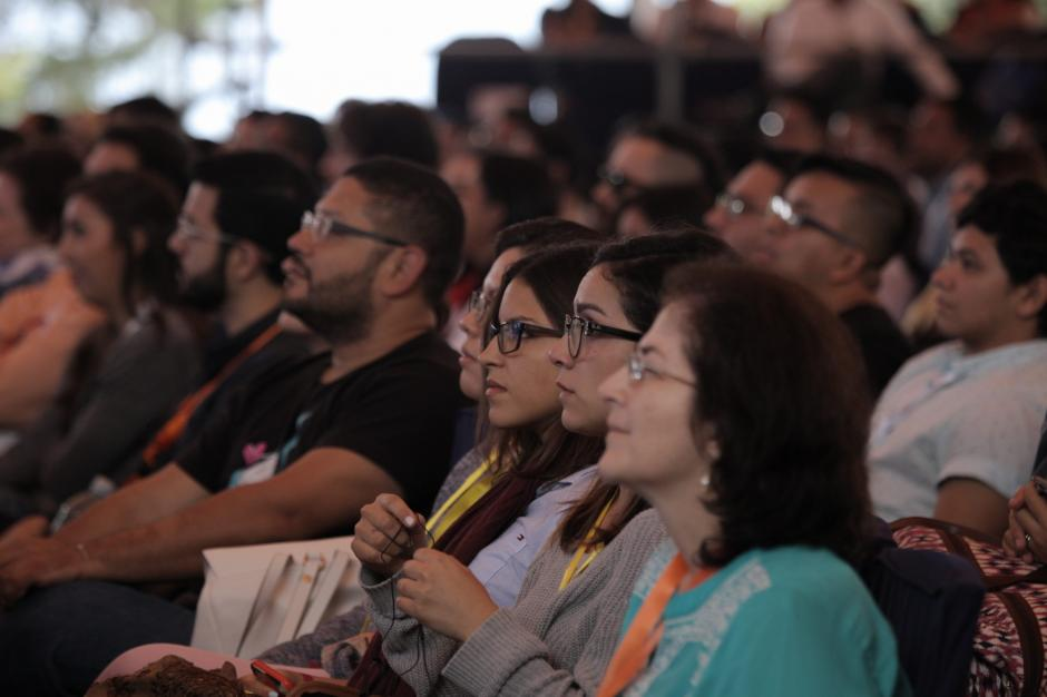 La atención de los asistentes permaneció con cada expositor. (Foto: George Rojas/Soy502)