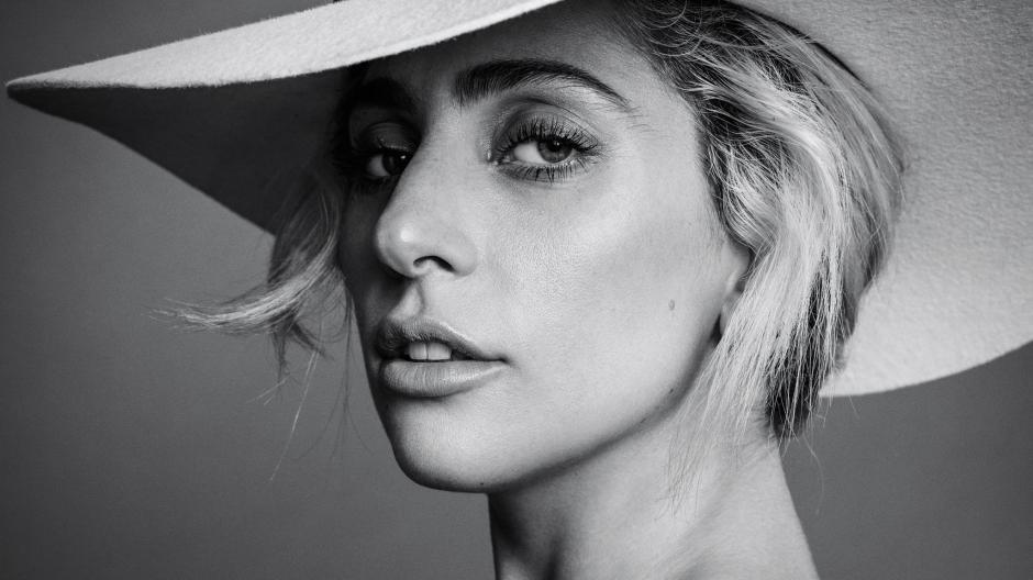 Esto hace Lady Gaga para sentirse bien. (Foto: Harpers Bazar)
