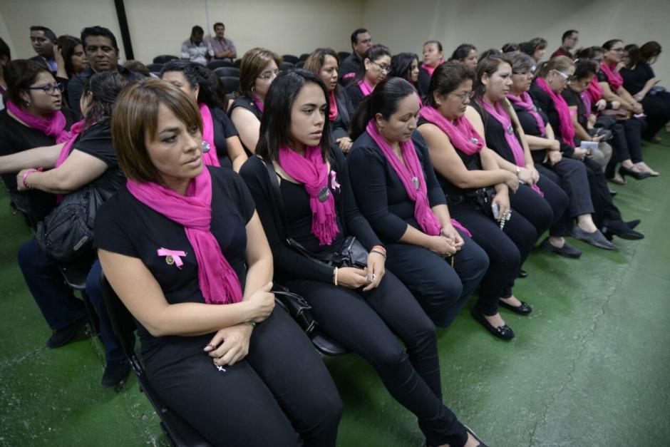 Un grupo de mujeres se presentó para apoyar a Anahí Keller, implicada en la tragedia del Hogar Seguro. (Foto: Wilder López/Soy502)