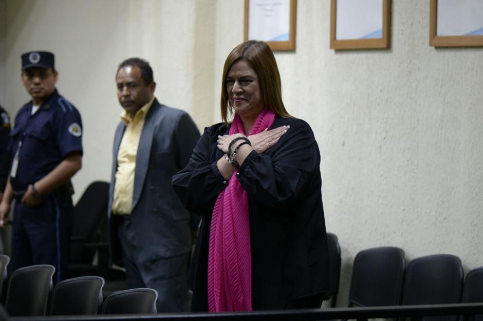 Keller también vistió ropa negra y una bufanda rosada. (Foto: Wilder López/Soy502)