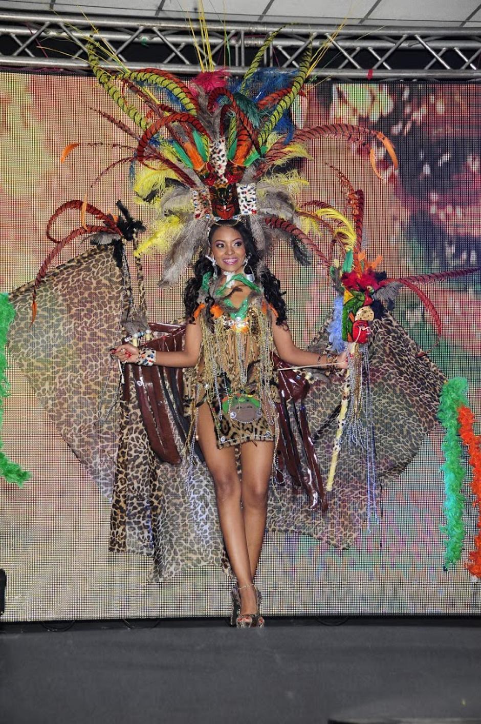 Nataly Ramírez en traje de fantasía. (Foto: Antonio Lederer/Nuestro Diario)