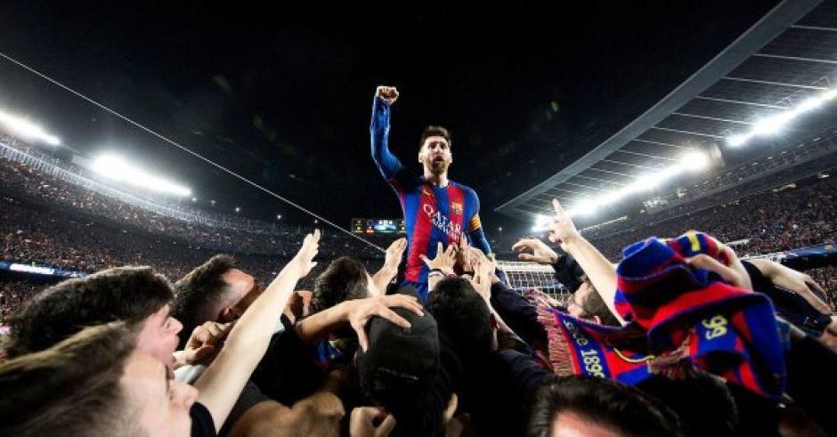 Esta es la foto que pasó a la historia en la remontada de Barsa al PSG. (Foto: Santiago Garcés)