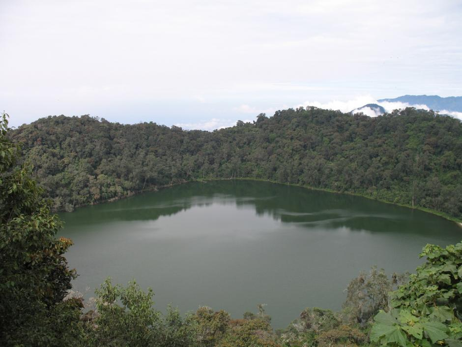 Si te gusta escalar y disfrutar del agua, el volcán y laguna Chicabal son la opción.