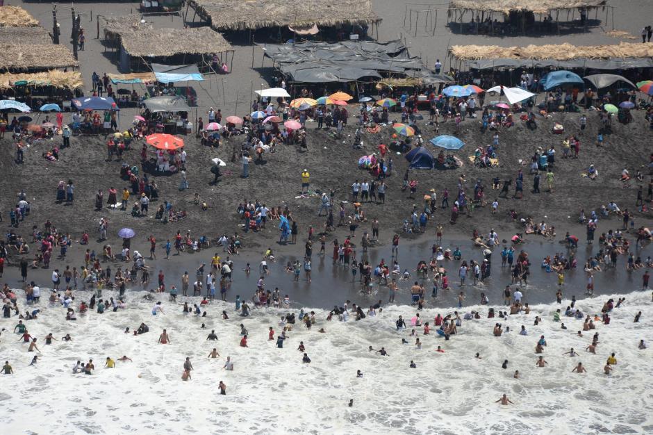 Las playas es otro de los puntos de alta concentración de visitantes. (Foto: Alejandro Balán/Soy502)