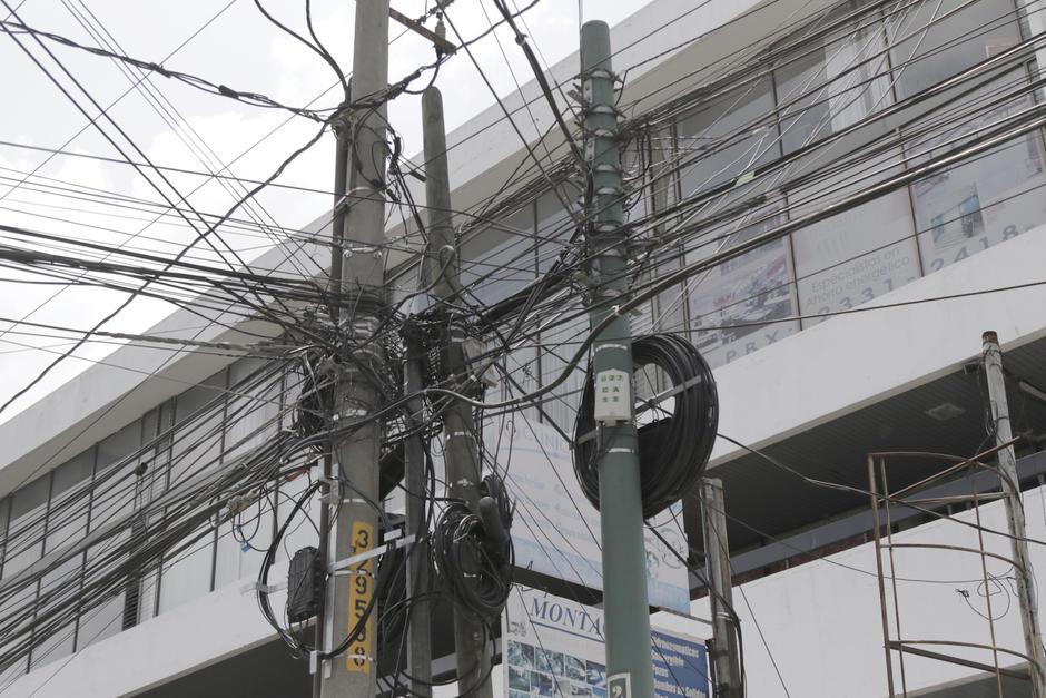 A pesar de la gran cantidad de cables, estos ya se han ordenado en varios sectores de la ciudad. (Foto: Alejandro Balán/Soy502)