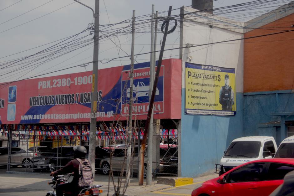 Sin embargo, aún existen lugares donde hay más de un poste en un solo punto.(Foto: Alejandro Balán/Soy502)