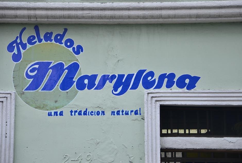 La fachada de Helados Marylena es uno de los rostros más reconocibles del Centro Histórico. (Foto: Selene Mejía/Soy502)