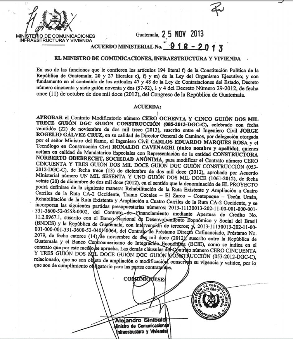 Otro documento que comprueba quiénes firmaron los documentos para validar el contrato con Odebrecht. (Foto: Soy502)