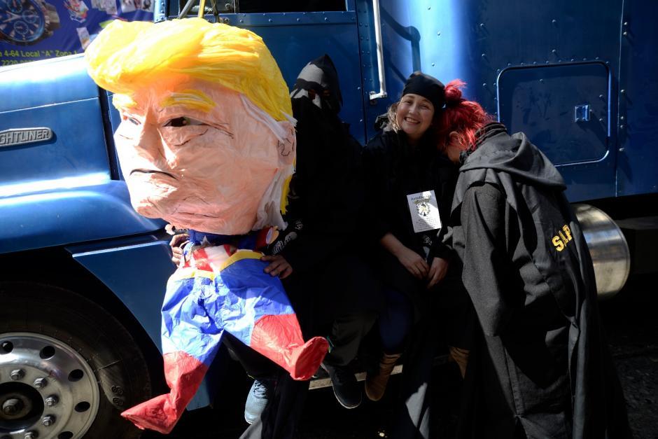 Con sátira, los universitarios realizaron su tradicional desfile. (Foto: Wilder López/Soy502)