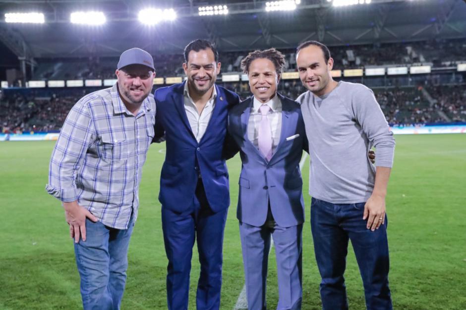 Clint Mathis, Carlos Ruiz, Cobi Jones y Landon Donovan en el homenaje. (Foto: Twitter)