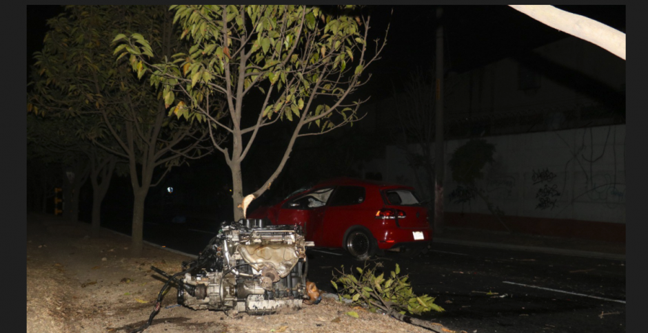 Un grave accidente de tránsito se reportó en la calzada Atanasio Tzul. (Foto: Bomberos Municipales)