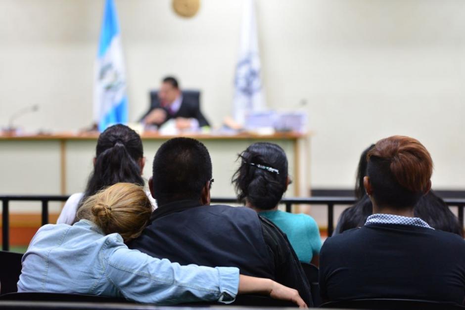Los familiares escucharon la resolución. (Foto: Jesús Alfonso/Soy502)