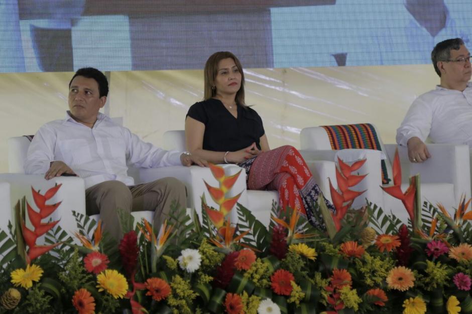 Su esposa Patricia Marroquín le acompañó a Izabal. (Foto: Alejandro Balán/Soy502)