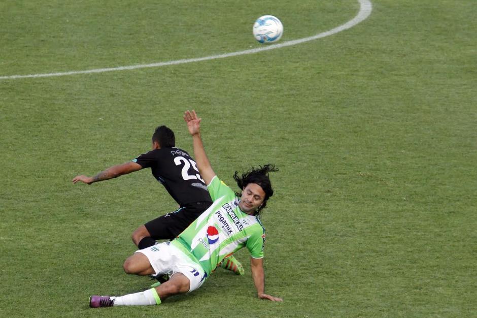 Agustín Herrera fue quien más buscó el gol por los coloniales. (Foto: Nuestro Diario)
