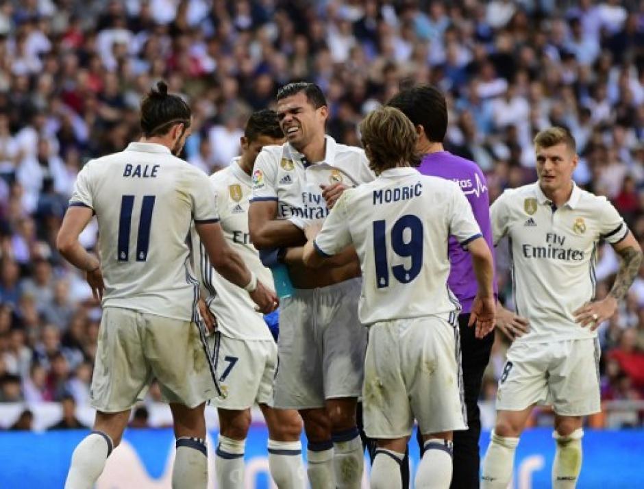 Pepe salió lesionado del derbi. (Foto: AFP)