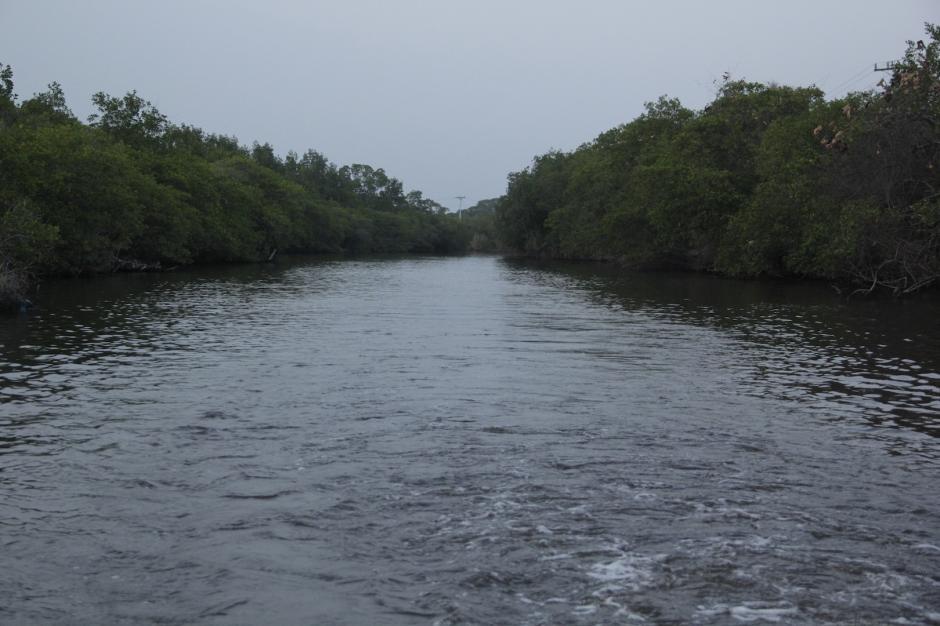 El canal de Chiquimulilla es una de las principales rutas de comunicación en la zona. (Foto: Fredy Hernández/Soy502)