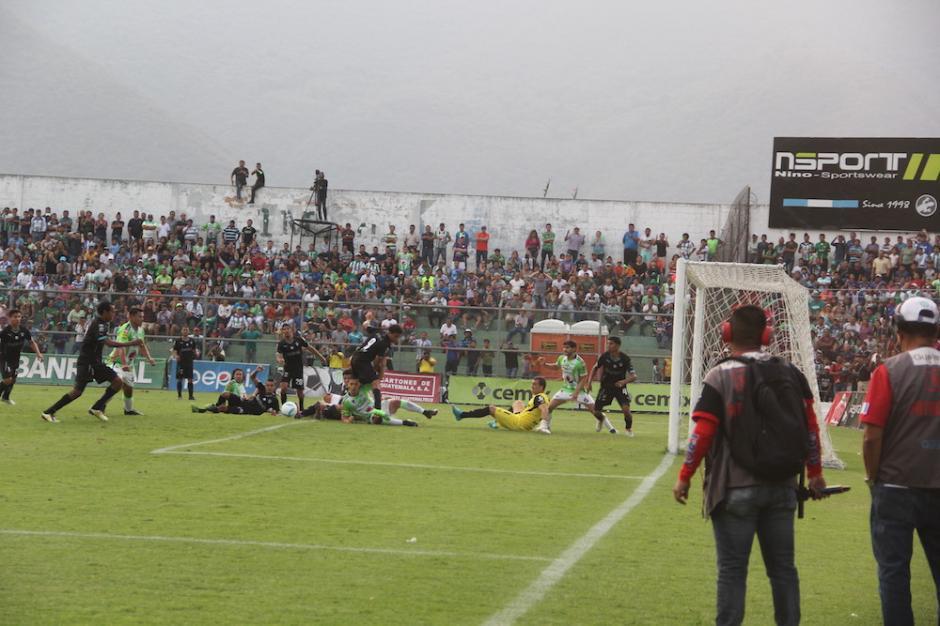 Comunicaciones no pudo ganarle al campeón en su cancha. (Foto: Fredy Hernández/Soy502)