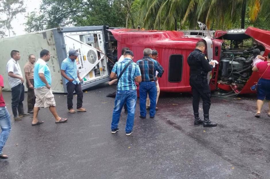 El accidente se produjo en el kilómetro 226 sobre el municipio de Morales, en Izabal. (Foto: PNC)
