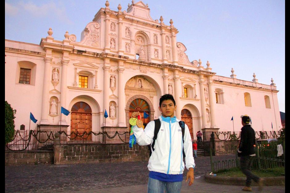 Jorge Vega es un campeón en la gimnasia y también en el break dance. (Foto: Soy502)
