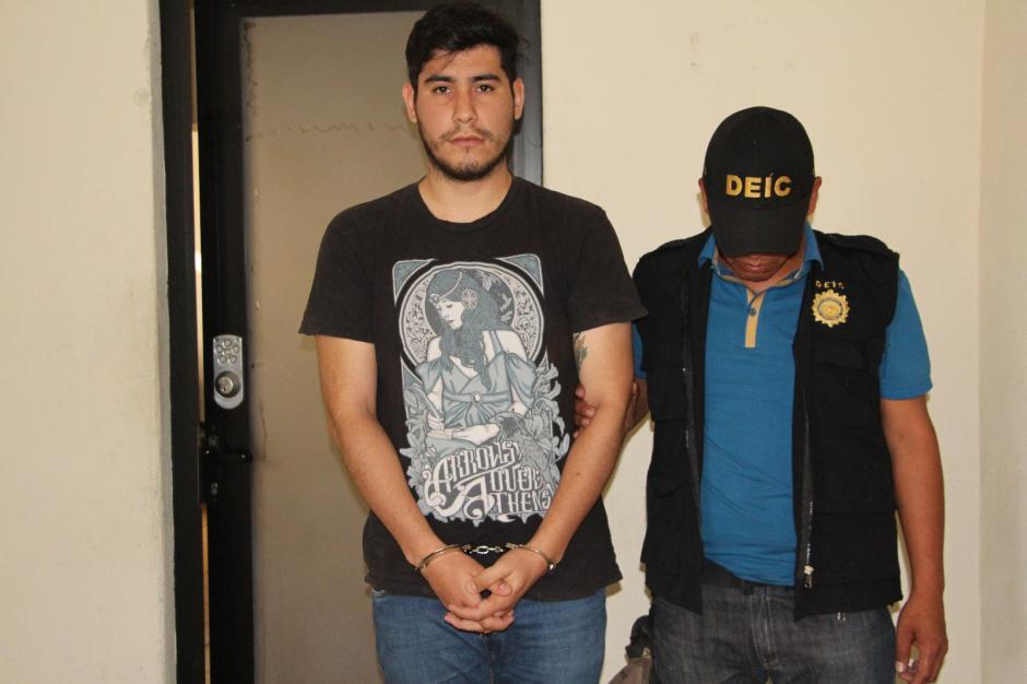 Los detenidos eran los encargados de reportar el robo en el centro de monitoreo. (Foto: PNC)