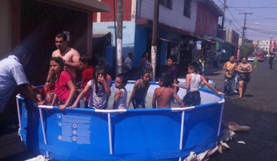 El vocero Mynor Espinoza negó que las piscinas se compraran con fondos públicos.  (Foto: Facebook)