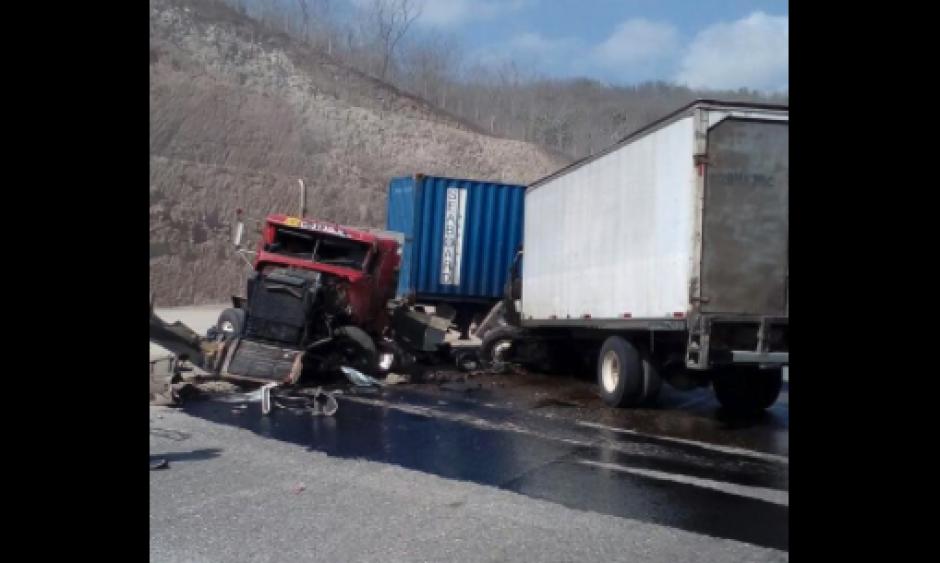 Dos camiones colisionaron también en la Ruta al Atlántico. (Foto: Provial)
