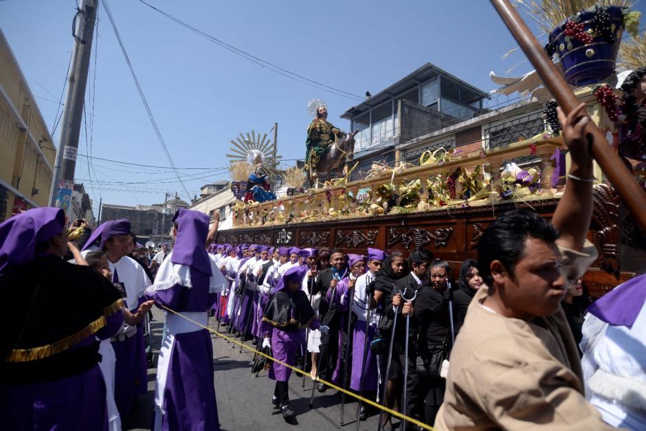 Jesús Nazareno de los Milagros hace su recorrido por el Centró Histórico. (Foto: Soy502)